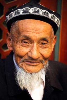 China Kashgar Muslim Traditionelle Kleidung Freundlicher Mann