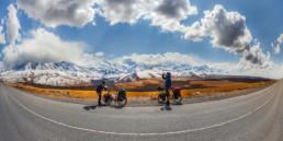 Kirgistan Pamir Schnee Radfahrer Panorama