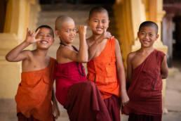 Myanmar Bagan Junge Mönche Gruppe