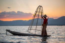 Myanmar Inle Lake Fischer Sonnenuntergang Netz