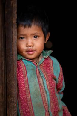 Nepal Solokhumbu Junge Schüchtern Armut