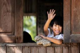 Myanmar Winkendes Mädchen Fenster