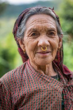 Nepal Bäuerin Nasenring Gold