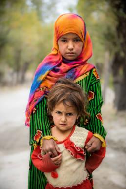Pakistan Geschwister Maedchen Schuechtern
