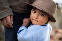 Peru Kind Mit Hut Schuechtern Vater