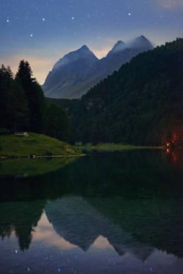 Schweiz Palpuognasee Nachthimmel Spiegelung